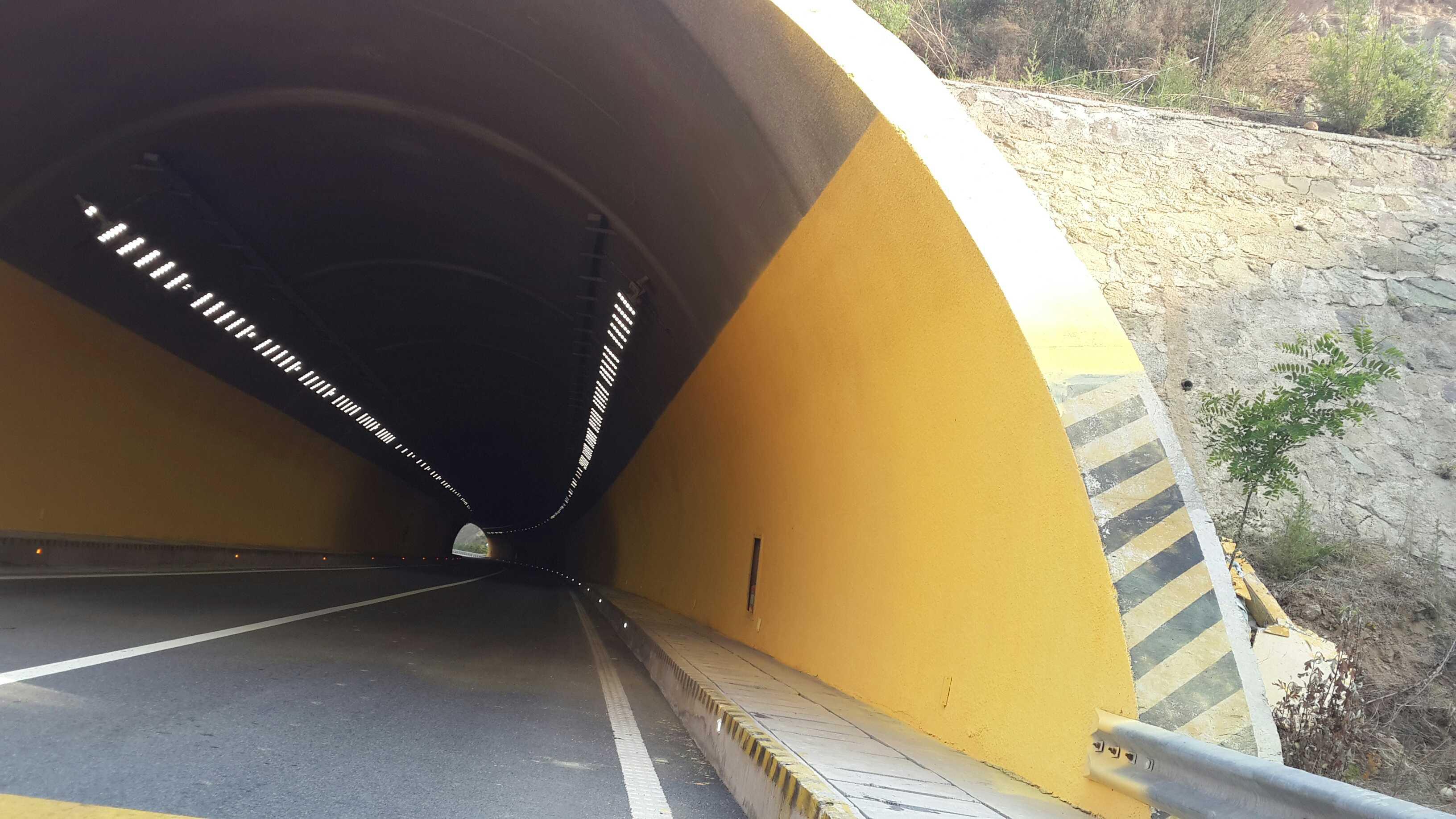 广东省揭博高速公路白眉寨特长隧道